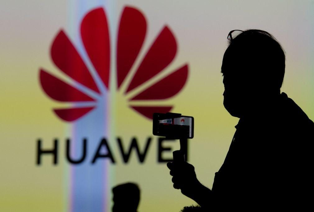 Grupo chinês Huawei deixa de ser líder mundial na venda de telemóveis