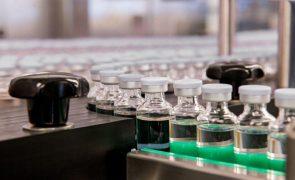 Covid-19: Até ao final do ano poderá haver autorização para algumas vacinas, diz Durão Barroso