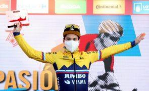 Vuelta: Roglic vence pela terceira vez e aproxima-se do líder Carapaz