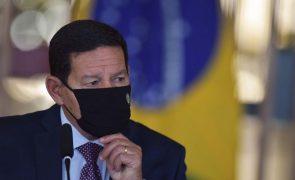 Covid-19: Vice-presidente contraria Bolsonaro e diz que Governo comprará Coronavac