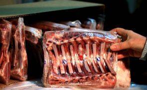 Covid-19: OMS pede que se investiguem animais e produtos congelados