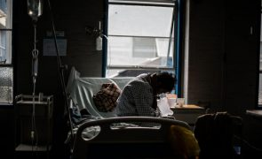 Covid-19: Peru ultrapassa os 900.000 casos