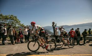 Vuelta: Ciclistas protestam contra corte de tempo que deu liderança a Roglic
