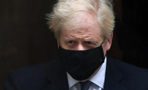 Covid-19: Primeiro-ministro britânico anuncia novo confinamento de um mês