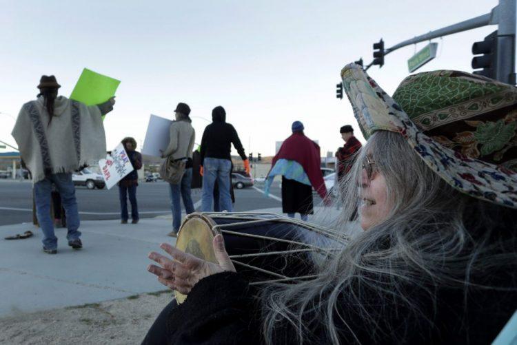 EUA suspendem oleoduto contestado por indígenas e ecologistas