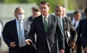 Bolsonaro defende uso de armas na comemoração do Dia dos Mortos