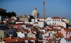 Covid-19: Confederação do turismo rejeita novo confinamento e pede reforço do SNS