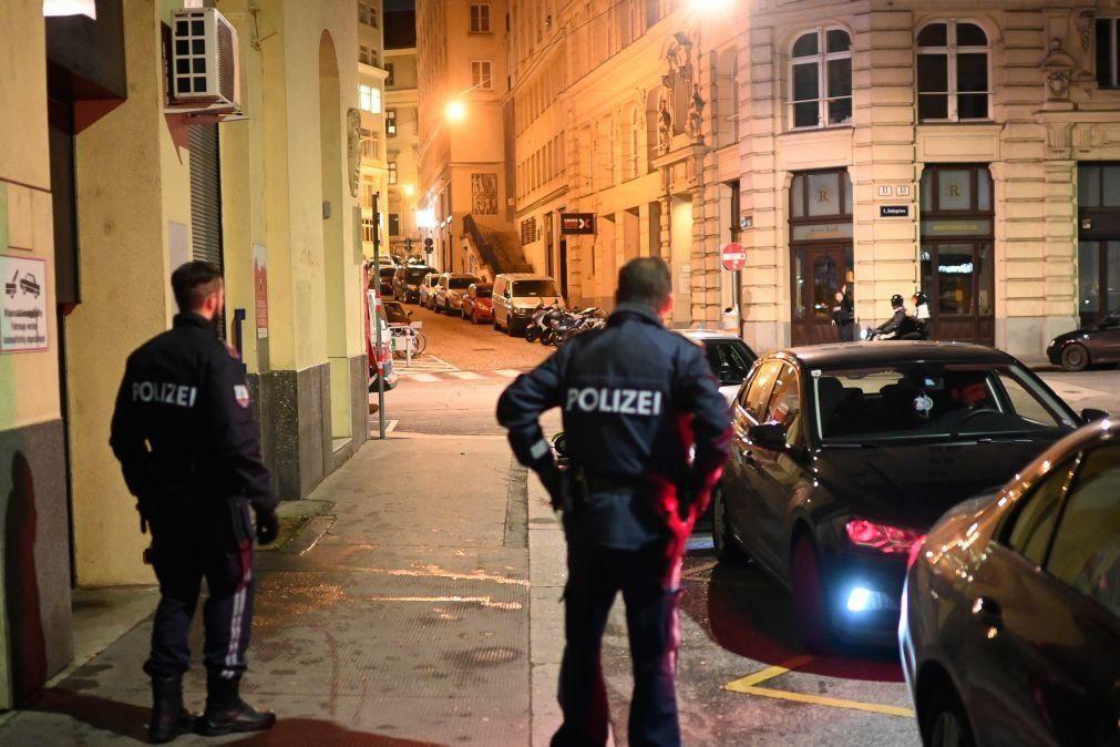 Polícia monta grande operação junto de sinagoga em Viena após vários disparos