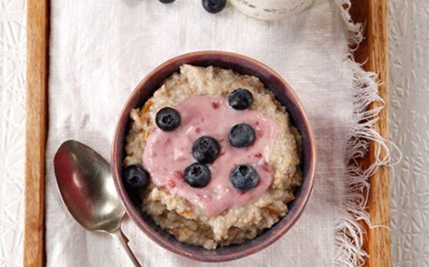 papas de aveia Uma receita deliciosa de iogurte e mirtilos que se faz em 15 minutos!