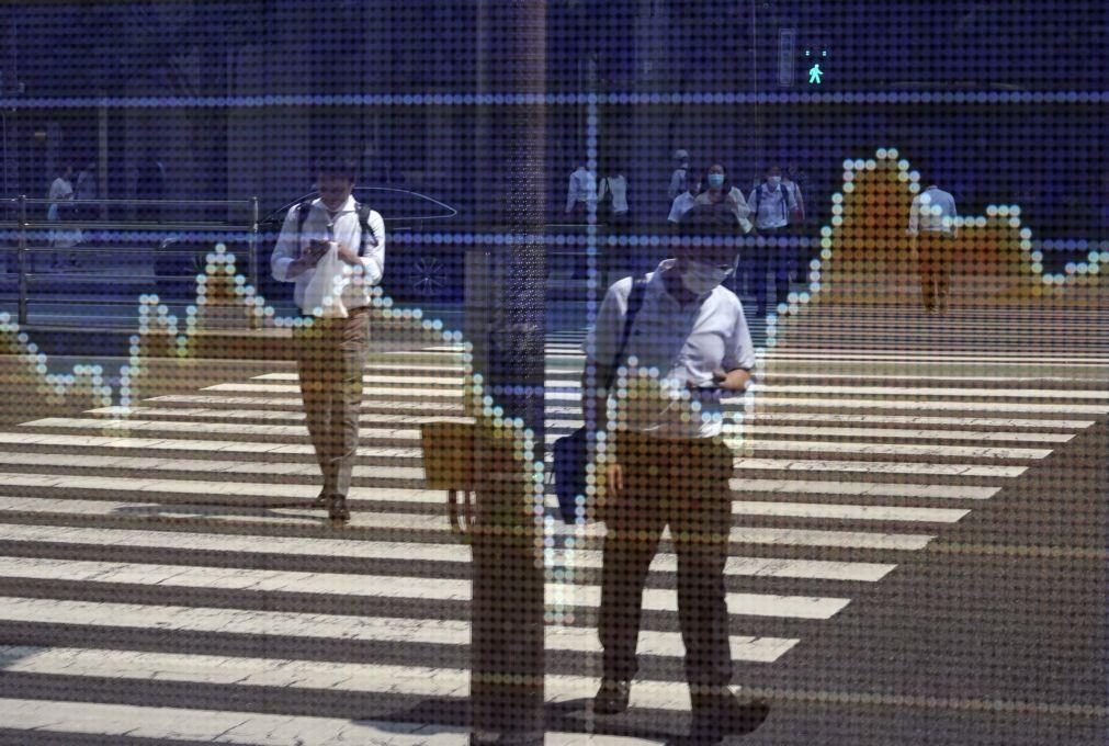 Bolsa de Tóquio abre a ganhar 1,10%