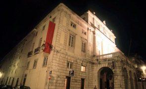 Obras no Teatro de S. Carlos levam corpos artísticos a atuar fora de Lisboa