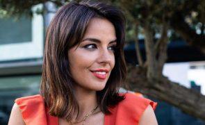Elisabete Moutinho mostra-se de fio dental e fãs não poupam elogios