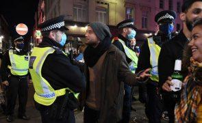 Covid-19: Quase 200 pessoas detidas em Londres por protestos anti-confinamento