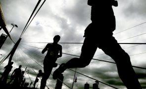 Quenianos Bernard Cheruiyot e Diana Chemtai vencem maratona de Istambul