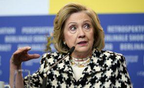 Hillary Clinton defende que são necessárias mais mulheres no poder