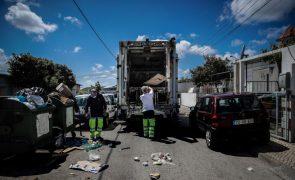 Governo deixa que privados definam metas de reutilização, acusam ambientalistas