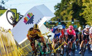 Ciclista Dylan Groenewegen suspenso nove meses por provocar queda de Fabio Jakobsen