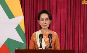 Partido de Aung San Suu Kyi ganha eleições em Myanmar com maioria absoluta