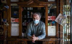 Centenário café lisboeta A Brasileira vende apenas jornais regionais