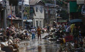 Tufão Vamco mata 67 pessoas nas Filipinas