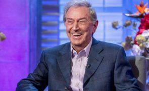 Morre «pacificamente durante o sono» famoso apresentador de Televisão