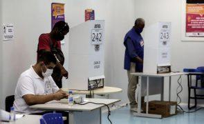 Antigos presidentes brasileiros criticam Bolsonaro em dia de eleições autárquicas