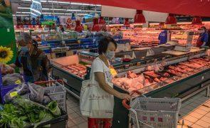 Covid-19: China deteta vírus em carne de porco importada de França