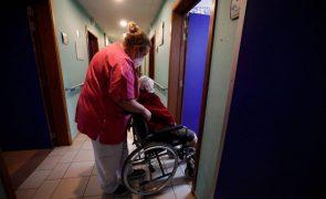 Covid-19: Amnistia acusa Bélgica de violação de direitos dos idosos em lares