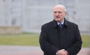 Bielorrússia: Presidente Lukashenko diz-se disposto a ceder parte do poder