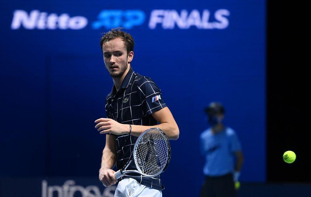 Medvedev repete triunfo frente a Zverev e obtém primeira vitória nas ATP Finals