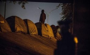 Polícia evacuou campo de migrantes perto de Paris