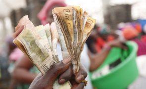 Inflação em Angola sobe 22,4% e kwanza deve cair 60% este ano - Consultora