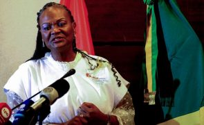 Polícia expulsa comissão que queria ouvir bastonária da Ordem dos Médicos angolanos