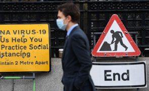 Covid-19: Reino Unido regista número de infeções mais baixo em duas semanas