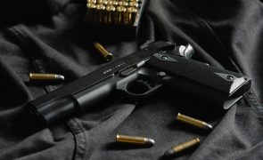 Almeirim. Homem de 63 anos tenta matar ex-namorada a tiro e suicida-se
