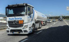 Camionistas pedem áreas de serviço abertas ao fim de semana para
