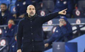Pep Guardiola renova com o Manchester City por mais duas épocas