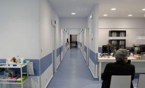 Privados disponíveis para desmarcar cirurgias para reforçar camas e UCI