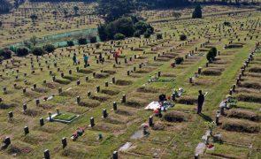Covid-19: Pandemia já fez pelo menos 1,36 milhões de mortos no mundo