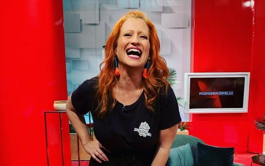 Joana Latino Surpresa! Jornalista vai casar-se e mostra o anel