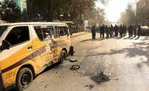 Pelo menos oito mortos e 31 feridos em explosões no centro de Cabul