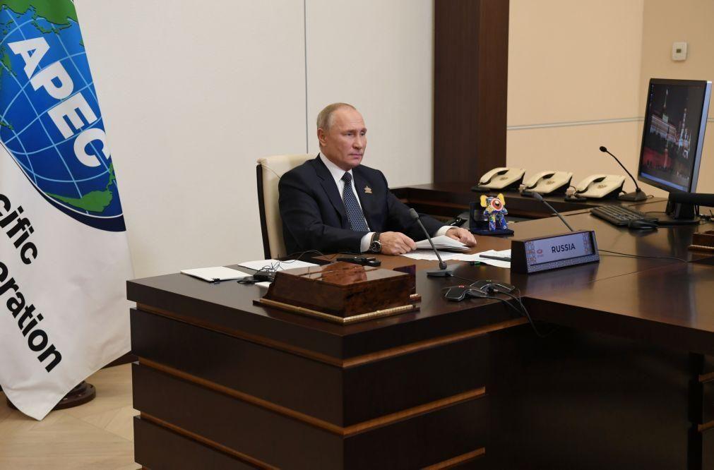Rússia prolonga até final de 2021 embargo alimentar imposto ao Ocidente