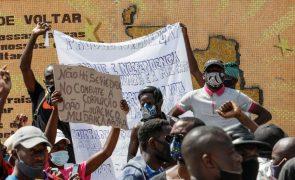 Protesto pacífico em Luanda junta cerca de 200 pessoas que pedem melhor governação