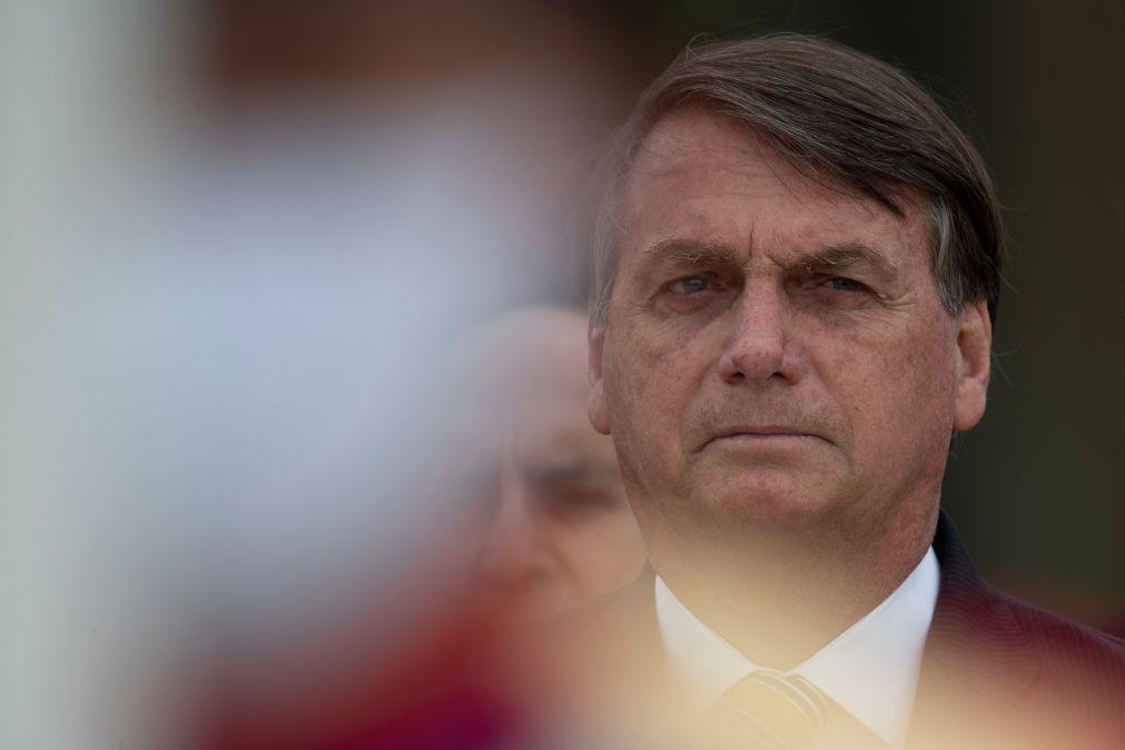 Bolsonaro critica