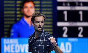 Tenista Daniil Medvedev é o novo campeão das ATP Finals