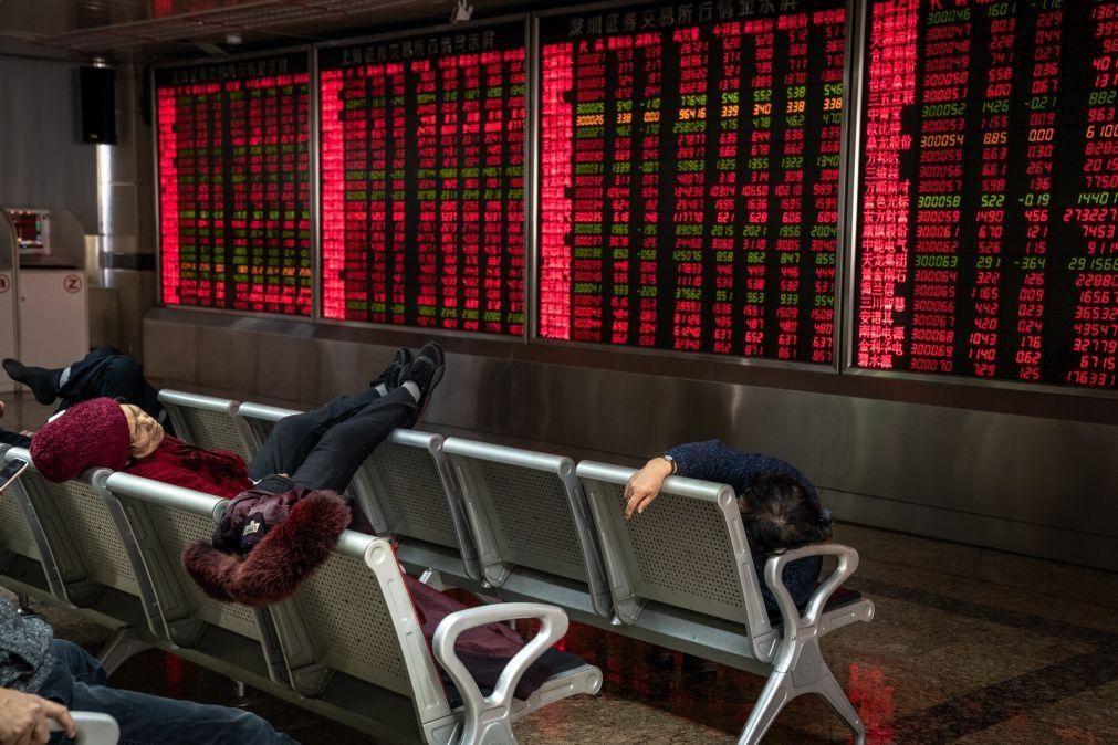 Bolsa de Xangai abre a perder 0,21%