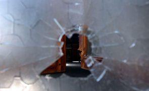 Um morto e um ferido grave encontrados em Peniche com ferimentos de arma de fogo