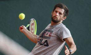 Pedro Sousa 'tomba' na ronda inaugural do 'challenger' de ténis de Lima