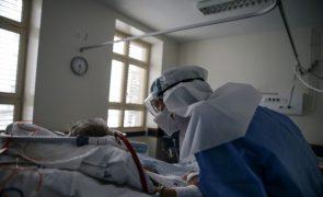 Covid-19: Médicos devem dar prioridade a quem pode recuperar vida normal e não à idade