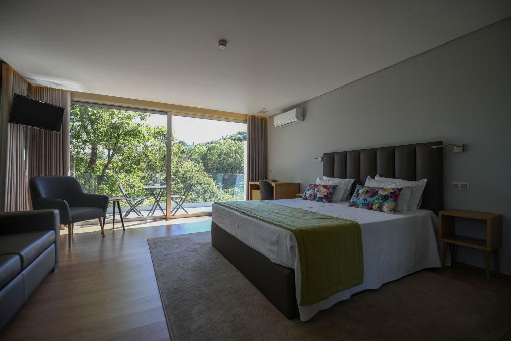 Covid-19: Dormidas em alojamentos turísticos caem para metade até agosto na UE